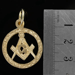 Large Circle Pendant in Gold with the Square and Compass Symbol